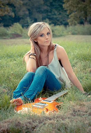 Lindsay Ell (Photo by: Jessica Wardwell)