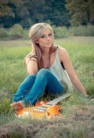 Lindsay Ell (Photo by: Jessica Wardwell)